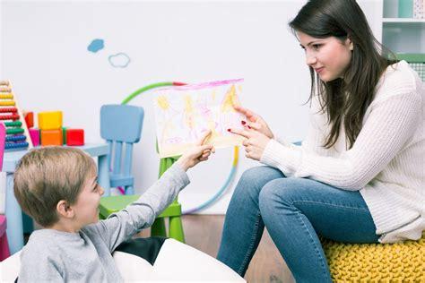 Hamil Ibu Ini Malah Ngidam Makan Batu Harian Depok Nak Buat Apa Jika Anak Lambat Bercakap Pengajar Pusat