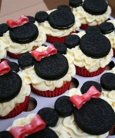 c mo hacer cupcakes de mickey y minnie mouse un because i saw it on pinterest mickey minnie mouse cupcakes