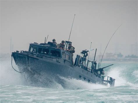 2 small us navy boats with 10 sailors aboard held by iran - Navy Small Boats