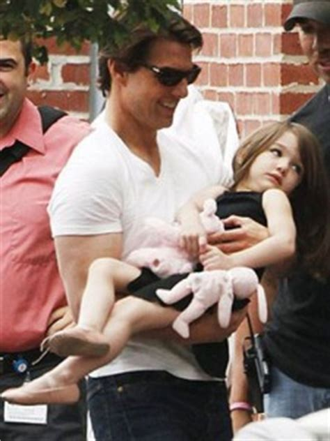 Tom Cruise Sign Suri Cruise As Baby Gap Model by Does Tom Cruise Make Suri Talk To Bottles And Door Knobs