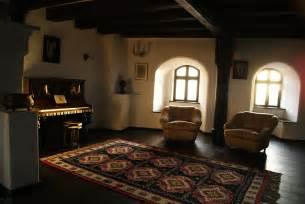 bran castle file castelul bran interior jpg wikimedia commons