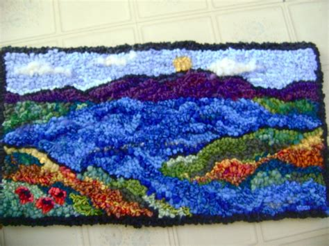 rug hooking daily coast of maine rug hooking daily hooked rugs rug ispiration rug hooking