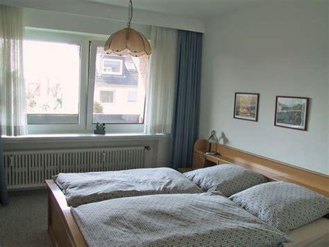 wohnzimmer 70 qm 70 qm ferienwohnung in strandn 228 he mit 2 schlafzimmern