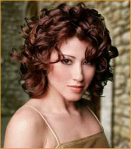barely shoulder length hairstyles medium length hairstyles for curly hair