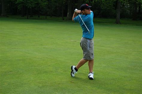 straight golf swing how to hit a golf ball straight million dollar hole in one