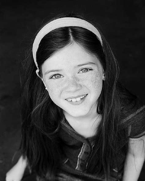 Sonrisas de niños en blanco y negro   Contrastes: Niñas y