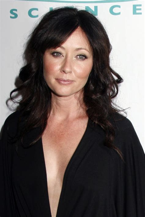 shannen doherty 2015 shannen doherty reveals breast cancer sues management
