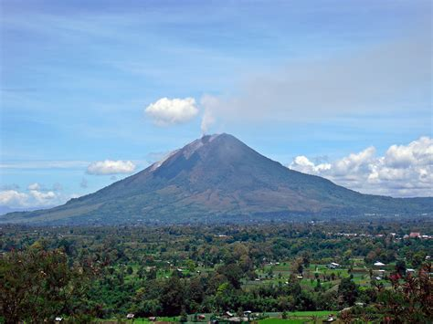 gambar gunung gunung sinabung jpg berkas sinabung gundaling 20100913 jpg wikipedia bahasa