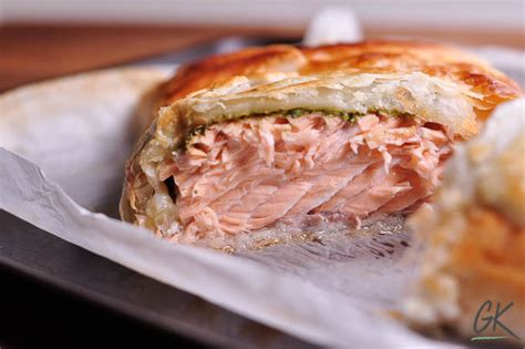 Reader Recipe Salmon With Puff Pastry And Pesto by Pesto Salmon En Cro 251 Te Salmon In Pastry An Easy 30 Minute