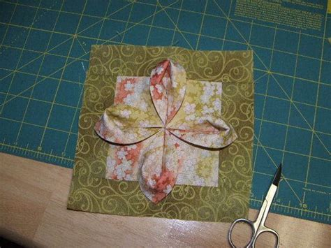 Origami Fabric Flowers - fabric origami flower tutorial quilting blocks
