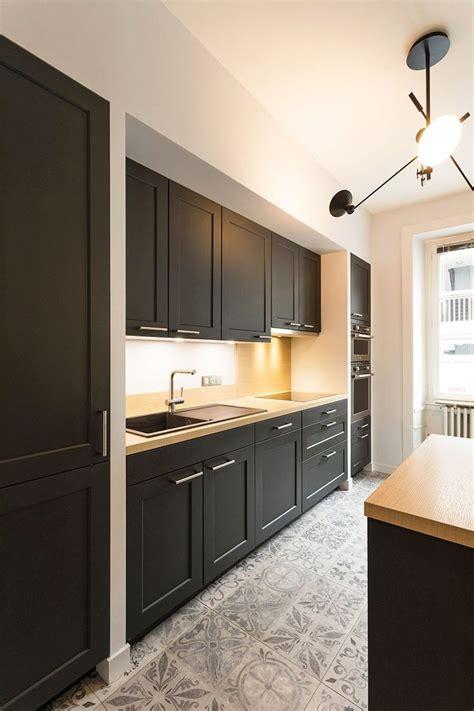 cuisine amenagee ikea best 25 black ikea kitchen ideas on hanging