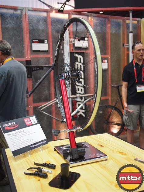 feedback sports velo hinge rack pro truing stand  fatt rakk mtbrcom