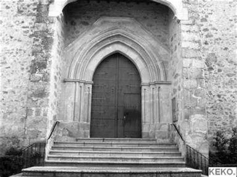 imagenes de iglesias blanco y negro puerta iglesia en blanco y negro