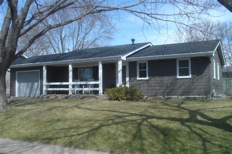 ranch style trim the gray asphaltroof on this ranch home provides a classic look for more asphalt roofing ideas