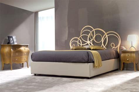 letto in ferro battuto con contenitore letto matrimoniale con testiera in ferro battuto e contenitore