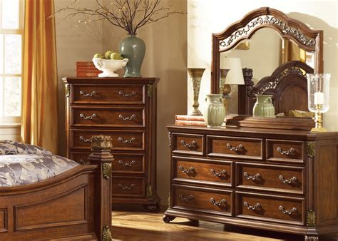 Dresser With Lots Of Drawers 7 Drawer Dresser Mirror Set With Select Hardwood Solids Birch Veneers Wood And Cognac Finish