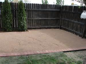 pea gravel patio on