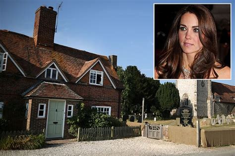 middleton home kate returns to family home while suffering with
