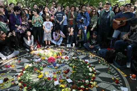 imagenes del funeral de john lennon conmemoran 70 cumplea 241 os de john lennon en central park de