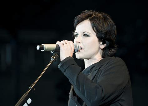 Dolores Drummer Had A Seizure Omg by Dolores O Riordan Lead Singer Of The Cranberries Dies At