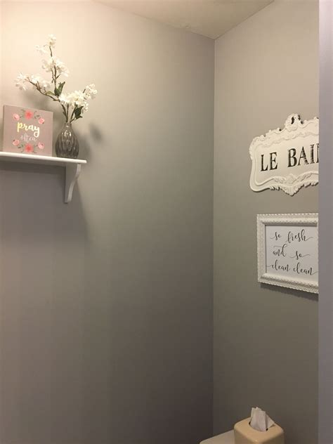 bathroom wall color march wind  sherwin williams
