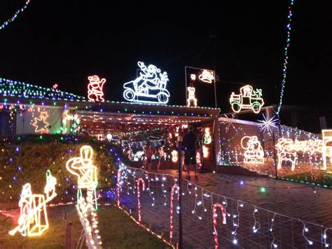 christmas light display at lulworth place frankston