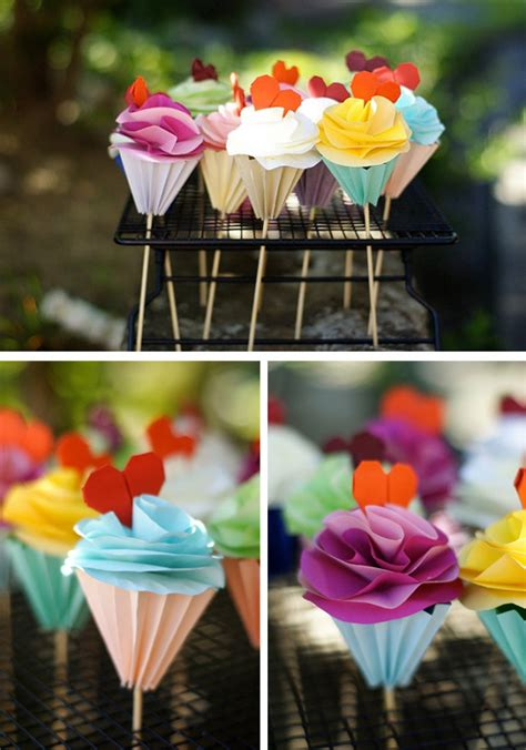 Origami Birthday Decorations - origami cupcakes