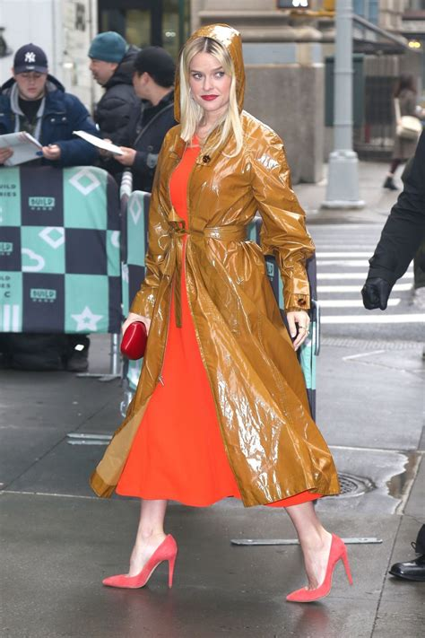 alice eve series alice eve stops chic style build series in nyc 01 08 2019