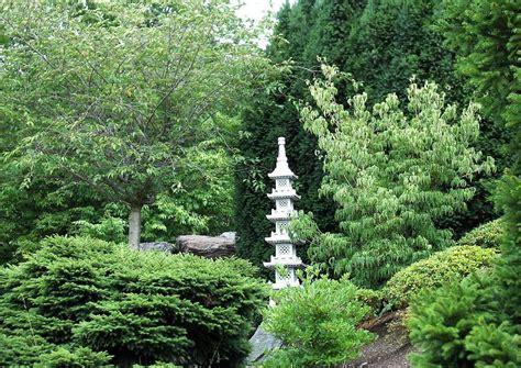 japanischer garten hang hanggarten japanische steinpagode pagodenlaterne eine