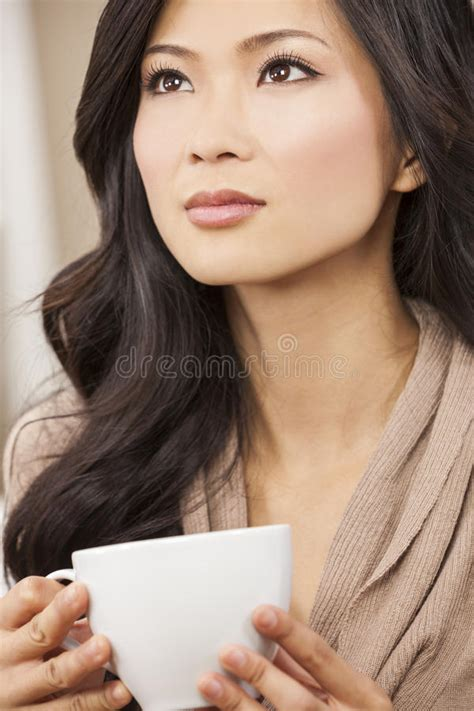 who is the asian oriental girl in the liberty mutual insurance tv commercial beautiful chinese oriental asian woman drinking tea or