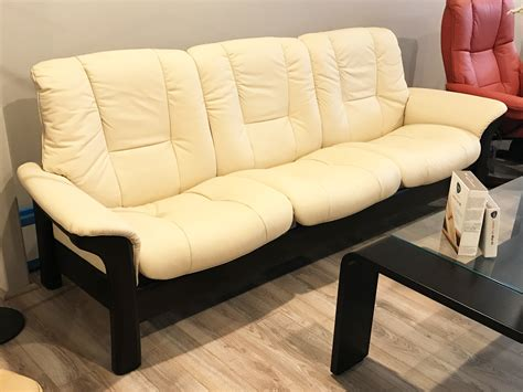 stressless buckingham sofa stressless buckingham 3 seat low back sofa batick cream