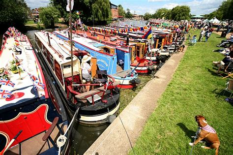 party boat hire stratford upon avon narrowboat rental anglo welsh waterway holiday news