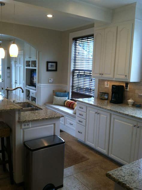 white dove kitchen cabinets wall bm tapestry beige cabinets bm white dove paint