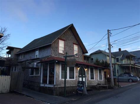 the red cat kitchen at ken n beck oak bluffs room image