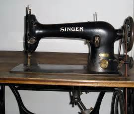 pictures of a sewing machine file singer sewing machine detail1 jpg