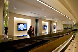 front office desk basic tips on great hotel front desk customer service