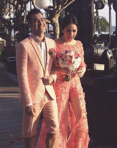 Baju Menyusui Nagita Pendek Navy raffi ahmad dari celana pendek hingga cobek warnai resepsi raffi nagita serba pink