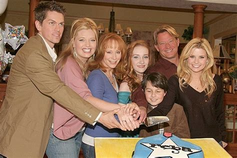 the cast and crew of reba tv show reba tv show cast www imgkid com the image kid has it