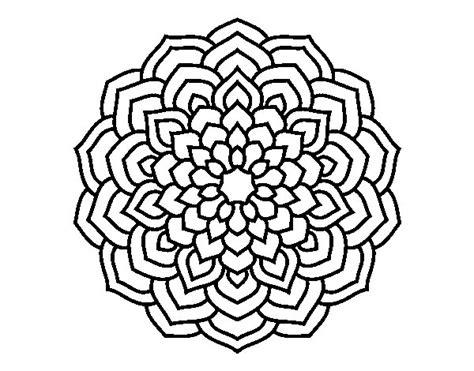 fiori da disegnare e colorare disegno di mandala petali di fiori da colorare acolore