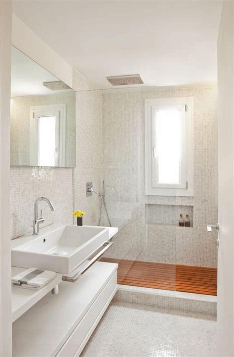 ceramica mosaico bagno bagno con pavimenti e rivestimenti in mosaico 100 idee