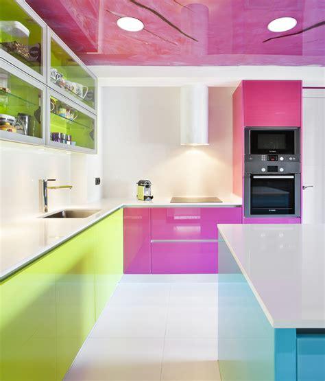 cocina fucsia moretti con logos el color en la cocina cristal lacado