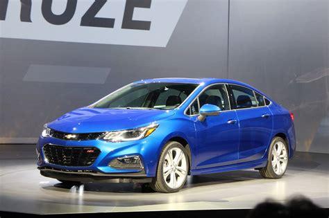 chevrolet cruze sedan unveiled  mpg highway rating