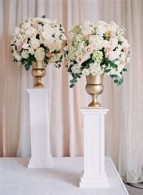 Wedding Aisle Arrangements by Best 25 Wedding Ceremony Flowers Ideas On