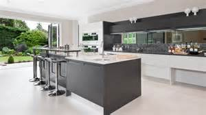 Grey can transform your kitchen into a luxurious modern masterpiece