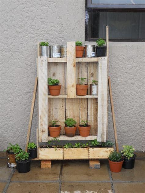 Watering Vertical Gardens Eco Warrior Self Watering Vertical Garden On Behance