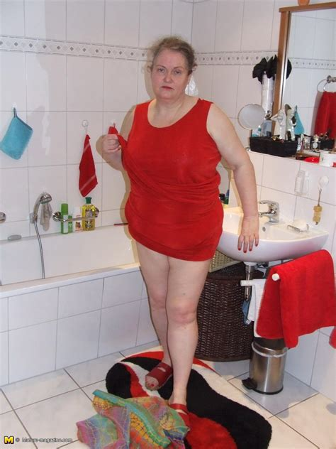 mature bathtub big mama playing with whipped cream in the tub granny nu