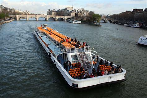 bateau mouche video bateaux mouches publish with glogster