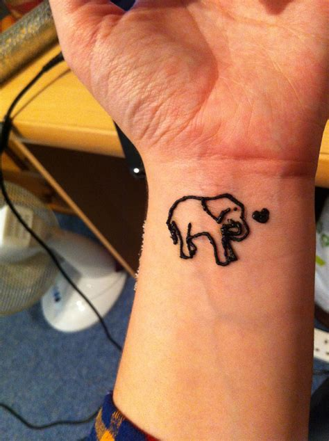 henna tattoos what is it elephant henna it my go at henna