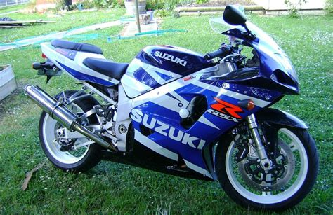 03 Suzuki Gsxr 750 Suzuki Motorbikespecs Net Motorcycle Specification Database