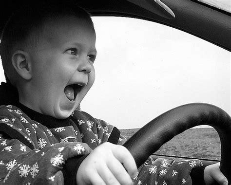 al volant detenido por llevar a su hijo de 4 a 241 os al volante
